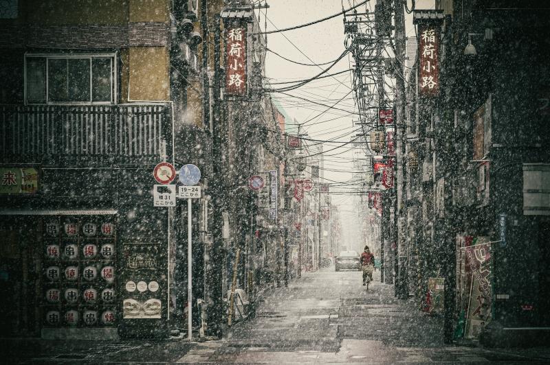 雪の稲荷小路